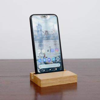 Подставка для телефона из дерева.