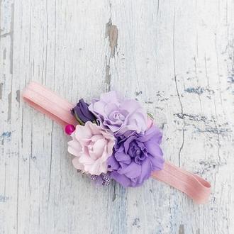 Детский ободок с цветами, сиреневая повязка резинка на голову с розочками