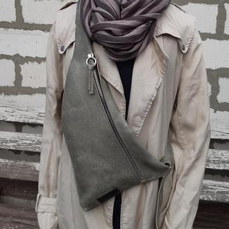 Натуральная кожа цвета щебенка.  Однолямочный рюкзак,  слинг, бананка