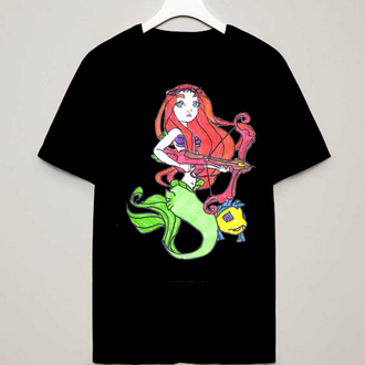 Черная футболка с оригинальным принтом рисунком