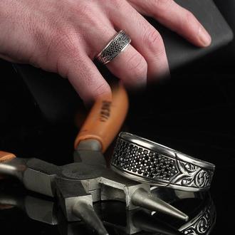 Серебряное кольцо с цирконием мужское