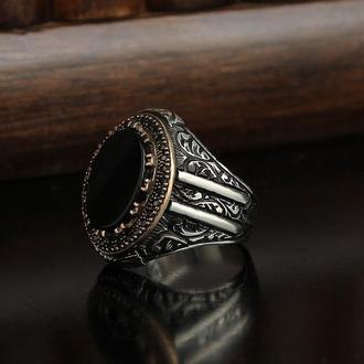 Серебряная мужская печатка с  натуральным камнем Оникс