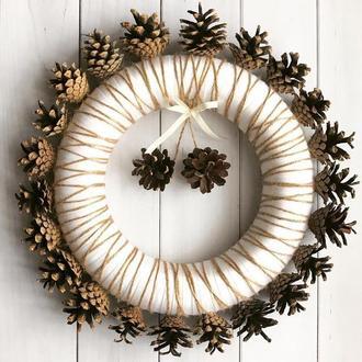 Венок из шишек, эко декор, свадебный декор, венок на двери