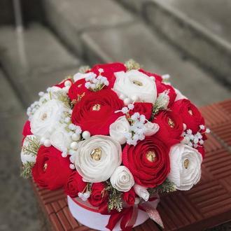 Букет с конфет, цветы в коробке на праздник. Красные белые розы. Букет с бумаги
