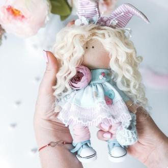 Кукла Зайчонок с белыми кудряшками