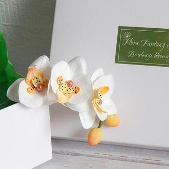 Шпилька с веткой маленьких орхидей из фоамирана