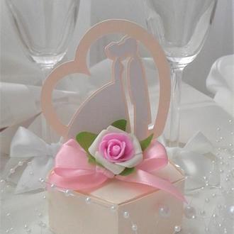 """Свадебная бонбоньерка """" Жених и невеста""""."""