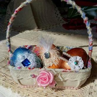 Декоративная пасхальная корзинка с яйцами ручной работы
