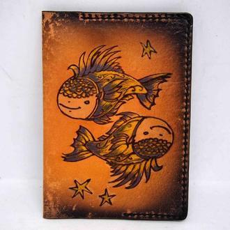 Кожаная обложка на паспорт рыбы, подарок любимому, обложка с рыбами, ручная работа