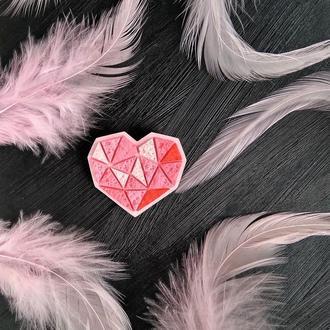 Геометрична брошка Серце для коханої. Авторська брошка Сердечко.Полигональная авторская брошь Сердце