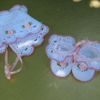 Чепчик и пинетки для новорожденного