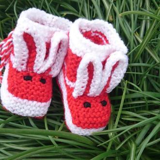 Вязаные пинетки Зайчики - красные пинетки для мальчика и девочки