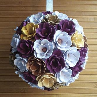 Подвесной декоративный шар из цветочных бутонов