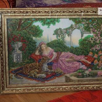 Картина бисером « Девушка в саду»