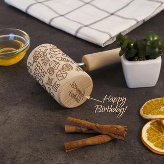"""Деревянная скалка с вращающимися ручками с узором """"День Рождения"""""""