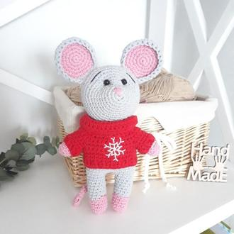 Мышонок в свитере вязаное крючком, игрушка амигуруми