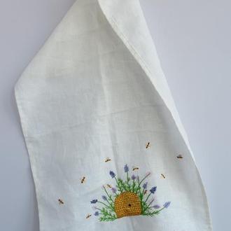 Льняное полотенце с вышивкой