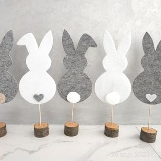 Декоративные кролики на подставке