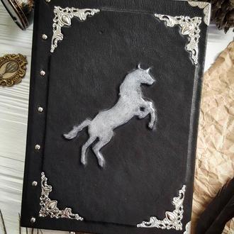 Блокнот с лошадью, тиснение