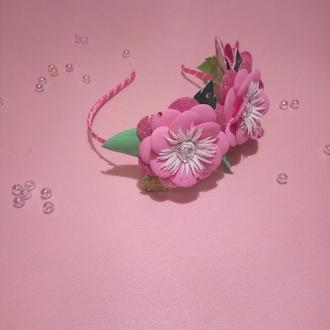 Ободок с розовыми цветами