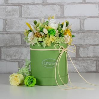 Букет «Весеннее настроение» – живые стабилизированные цветы в шляпной коробке