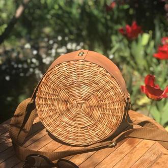 Круглая плетёная сумочка