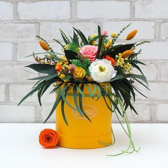 Букет «Весенний карнавал» – живые стабилизированные цветы в шляпной коробке