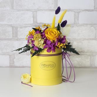 Букет «Солнечная улыбка» – живые стабилизированные цветы в шляпной коробке