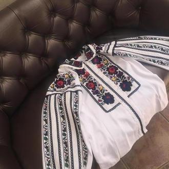 Борщевская вышитая сорочка в современном исполнении. Вышиванка ручной работы на холсте ТМ SavchukVyshyvka.