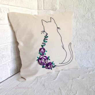 Подушка для дивана. Декоративная. Вышитая лентами.