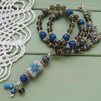 Длинные бусы из агата, стеклянных бусин и подвески с ручной вышивкой крестиком