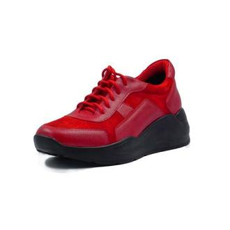 Красные кожаные кроссовки на массивной подошве