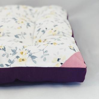 Подушка для сидіння жовті квіти з фіолетовим однотонному. М'яке сидіння. Чохол на стілець.
