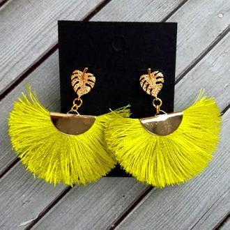 Серьги - кисточки с золотой застежкой в форме листика