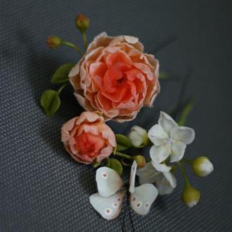 Шпильки с цветами и бабочкой