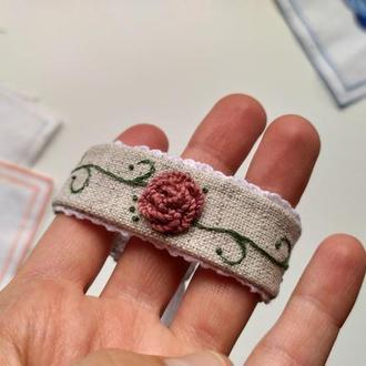 Вышитый браслет на руку