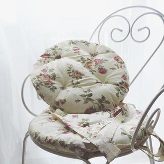 Декоративная подушка с цветочным принтом