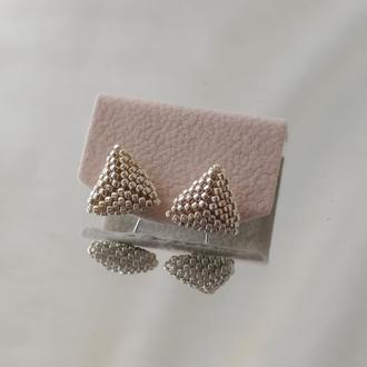 Серьги гвоздики в виде треугольника| базовые серьги