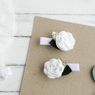 Заколки с белыми цветами для девочки / Заколки - резинки для дівчинки