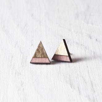 Сережки треугольники розовый с золотом на деревянной основе, серьги гвоздики