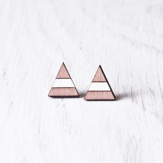 Розово белые деревянные сережки пусеты треугольники в полоску
