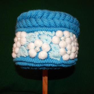 Вязаная шапка с вышивкой