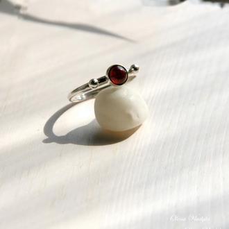 Серебряное кольцо с гранатом, серебряное коьцо с камнями, простое сереряное кольцо, подарок