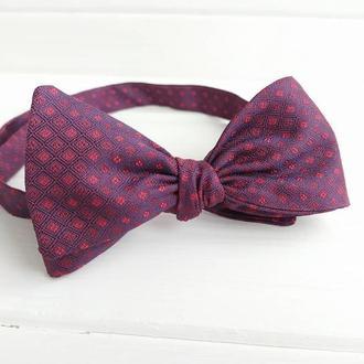 Фиолетовая галстук бабочка самовяз