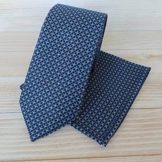 Синий галстук в горох