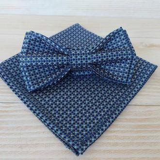 Синяя галстук бабочка в горох
