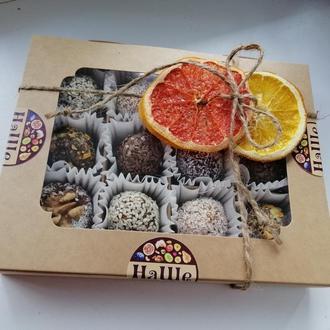 Набор полезных конфет из 12 шт. из сухофруктов и орехов собственного производства