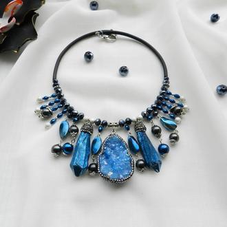 Синее колье , массивный чокер , украшение с натуральными камнями , друза , чокер с кварцем