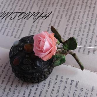 Брошь роза нежно розовая