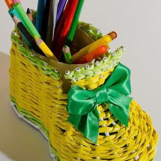 Органайзер для олівців, гребінців та іншого.